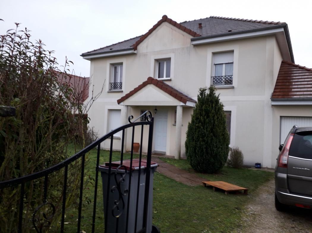 Location Maison 6 pièces SAINT JULIEN LES VILLAS 10800
